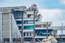 Dismantling Large Structures. ...