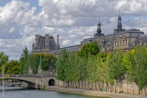 Fotografie, Tablou Le Louvre along the quay