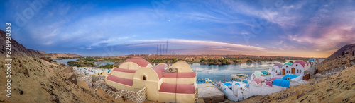 Photo Aswan, West bank of the Nile, wide Panorama