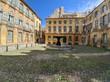 Place d'Albertas avec sa fontaine à côté du cours mirabeau et la rotonde à Aix en Provence, France