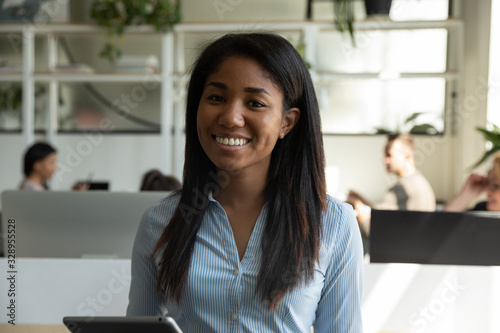 Fotomural Profile picture of smiling African American millennial female employee posing in