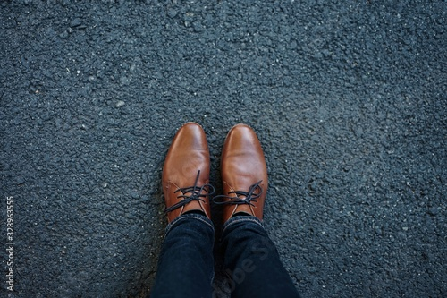 Photo feet in shoes on floor
