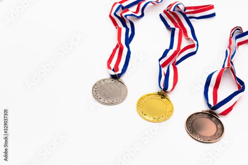 Photo 金銀銅のメダル 白背景