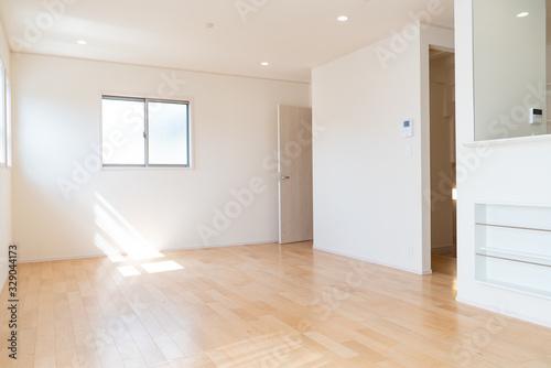 日本の木造新築住宅 リビングダイニング 家具なし Canvas Print