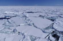Ice Floe And Mountain Ranges, Winter Seascape, Shiretoko In Hokkaido, Japan 流氷と知床連山 北海道
