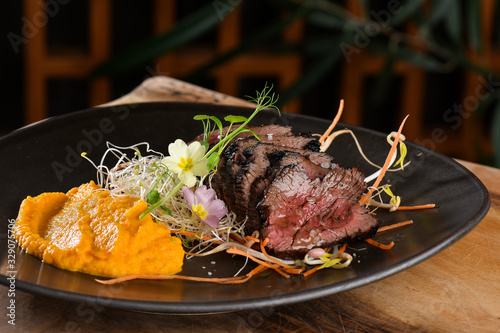 Photo Haute cuisine/Asian fusion, roasted beef fillet with purree