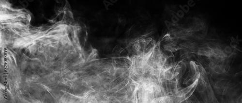Valokuvatapetti Bannière de fumée blanche sur fond noir