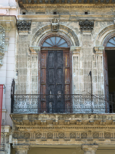 Photo Fa�ade of a building, Havana, Cuba