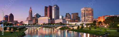 Canvas Print Downtown cityscape panorama looking over the Scioto River and the Discovery Brid