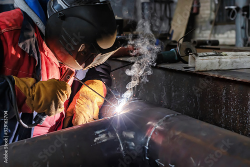 Photo Applying a facing weld using manual arc welding