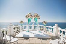 Elegant Wedding Arch With Fres...