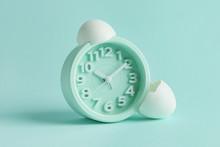 Alarm Clock With Broken Egg Sh...