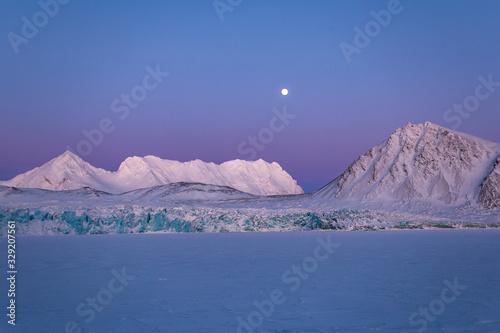 Obraz Na lodowcu o zachodzie słońca, poludniowy Spitsbergen - fototapety do salonu
