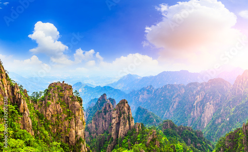 Photo Beautiful Huangshan mountains landscape on a sunny day in China.