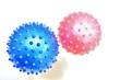 コロナウイルス(イメージ)のようなゴムボール(接近)