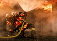 Feuerwehrmänner Unter Atemschutz Unter Einem Flashover