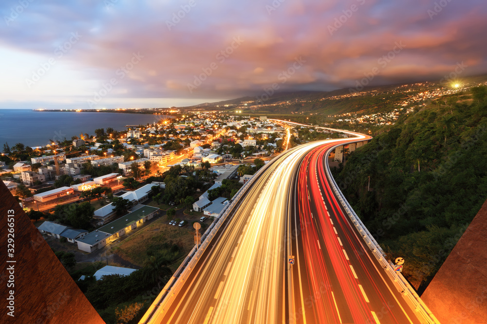 Fototapeta Circulation dense à La Réunion