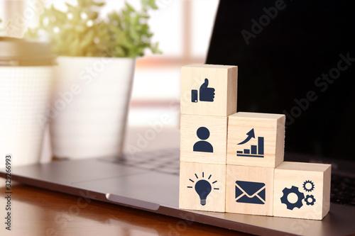 ビジネス成績の上昇と成功のイメージ business success rise and promotion Tablou Canvas