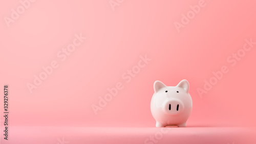 Fotografía white piggy Bank on a pink background with copyspace for design.