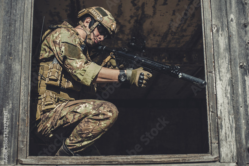Fotomural Two men in military camouflage vegetato uniforms with automatic assault rifles