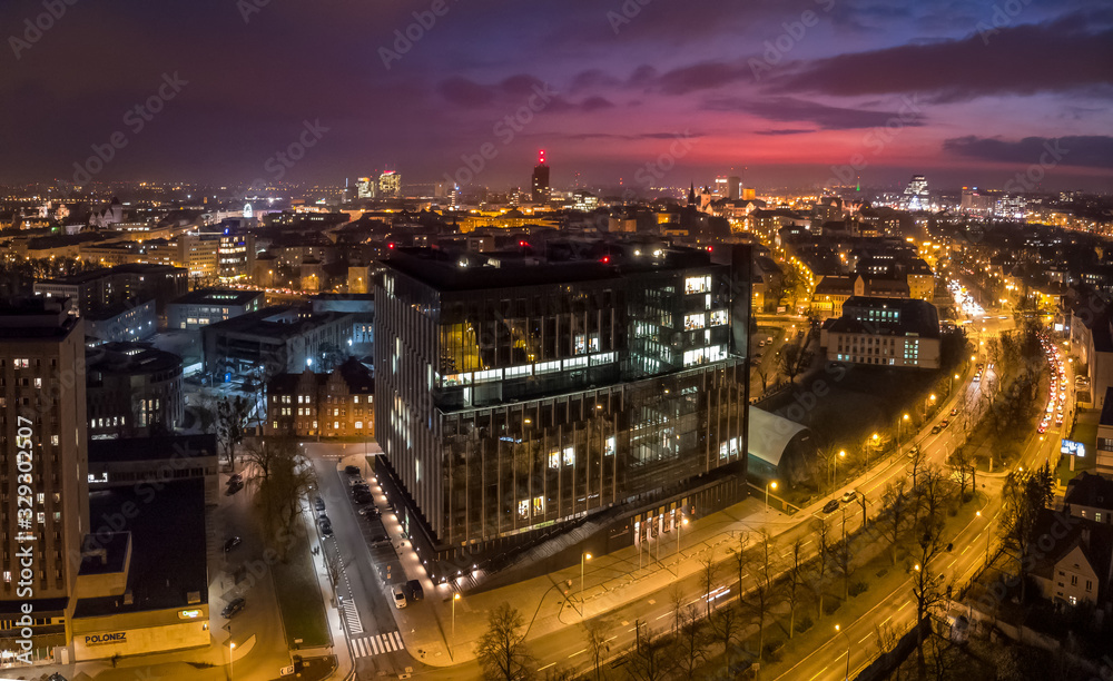 Fototapeta Urząd Marszałkowski Województwa Wielkopolskiego na tle miasta
