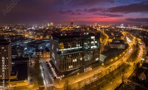 Fototapeta Urząd Marszałkowski Województwa Wielkopolskiego na tle miasta obraz