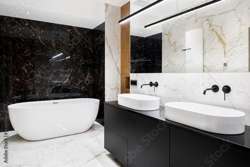 Obraz Luxury bathroom with marble walls and floor - fototapety do salonu