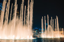 Dubai Dancing Fountain The Won...