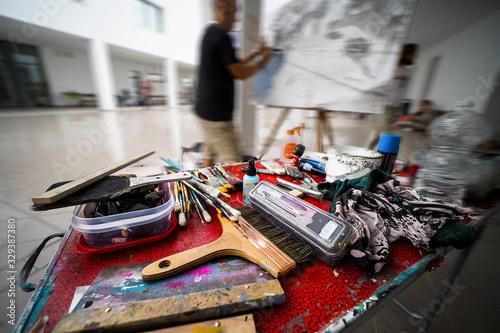 materiales en concurso de pintura rápida Wallpaper Mural