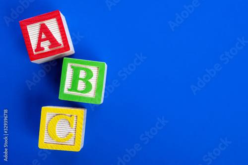 Photo Wooden ABC blocks on blue background