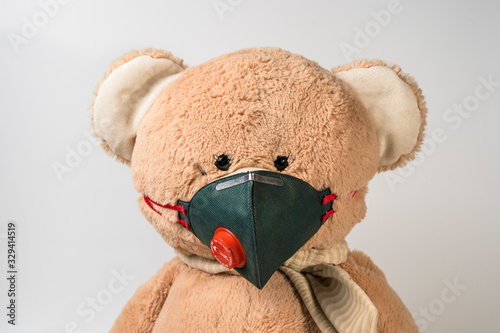 Photo Osito de peluche con mascarilla   para evitar el contagio del coronavirus y covi