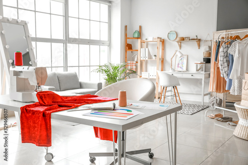 Photo Interior of modern atelier with tailor's workplace