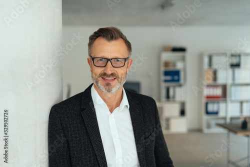Obraz na płótnie Attractive middle-aged businessman in the office