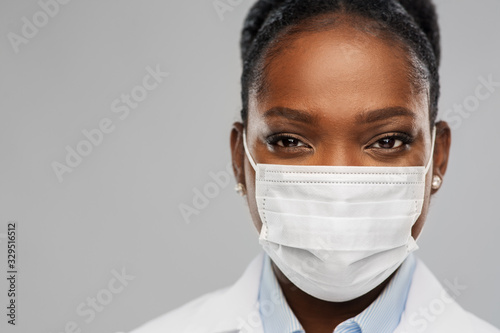 Canvastavla medicine, profession and healthcare concept - close up of african american femal