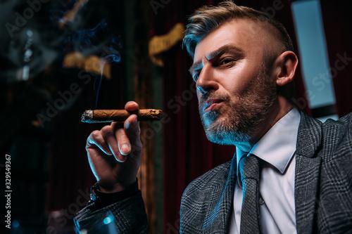 Canvastavla habit of Smoking cigars