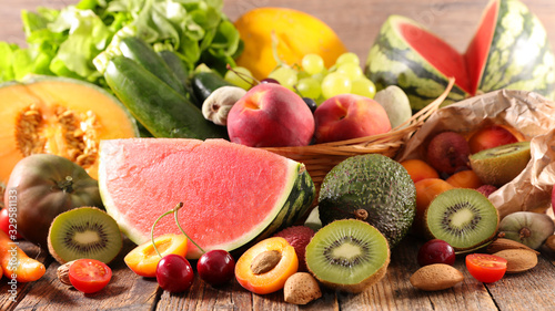 Fototapeta owoce   summer-assorted-of-fruit-and-vegetable-composition