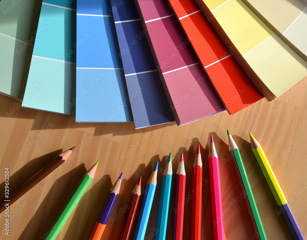 Fototapeta Crayons de couleurs et nuancier