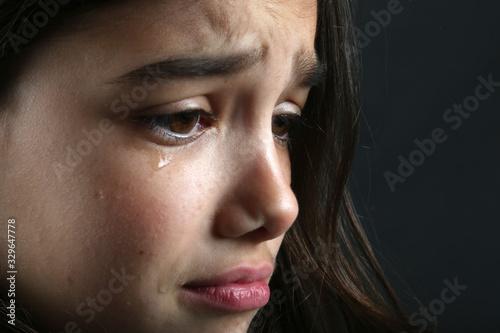 Carta da parati niña llorando