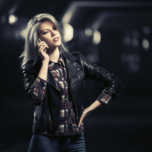 Young Fashion Blond Woman In L...