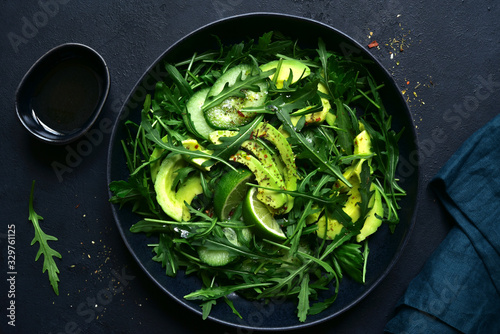 Canvas Print Green vegetable salad with arugula, cucumber and avocado