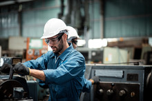 Men Industrial Engineer Wearin...