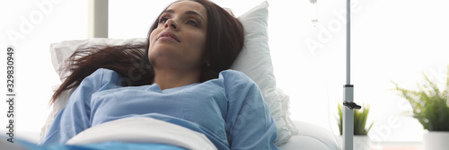 Photo Portrait of wonderful sick woman lying in hospital ward in clinic