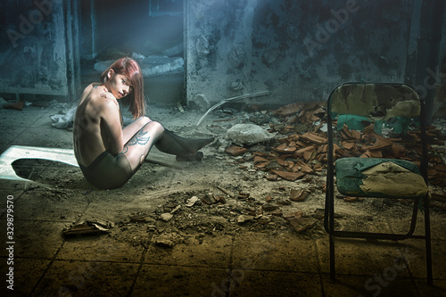 Portrait Of Shirtless Woman With Tattoo Sitting On Messy Floor In Abandoned Buil Billede på lærred