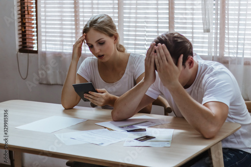 Carta da parati Stressed caucacian couple conflict of credit card bills or debt of over expense in shopping