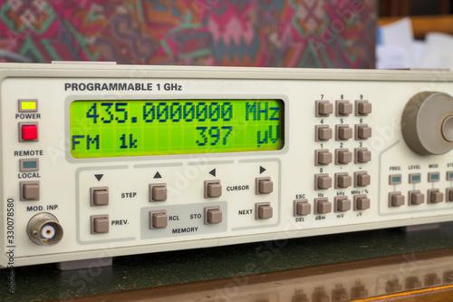 Sintetizador de laboratorio para pruebas de radio Canvas Print