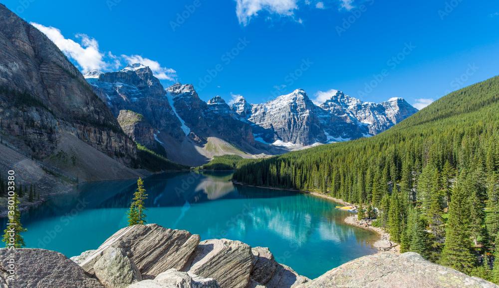 Fototapeta Moraine Lake in Banff National Park in the Canadian Rockies near Lake Louise, Alberta, Canada
