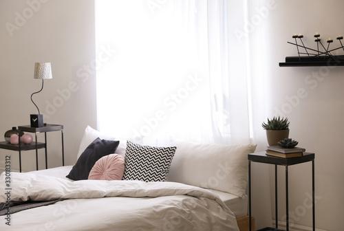 Fototapeta Large comfortable bed in stylish room interior obraz