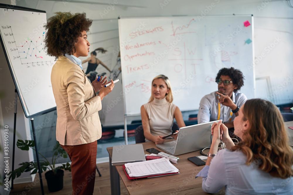 Fototapeta Woman  afro-american leaders during the briefing, meeting, business, presentation