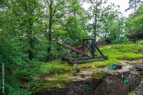 Foto An old catapult near the Bastei bridge in Saxon Switzerland