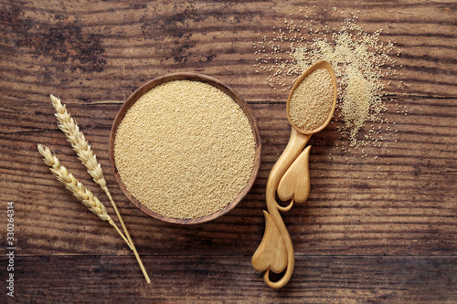 Photo Amaranth grain health food in a bowl &  love spoon with wheat sheath